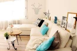 Livings de estilo moderno por ALQUIMIA DECO