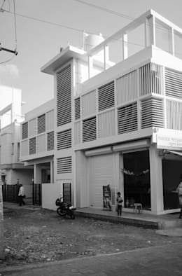 Exterior Skin: modern Houses by BETWEENLINES