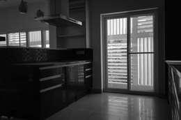Kitchen : modern Kitchen by BETWEENLINES