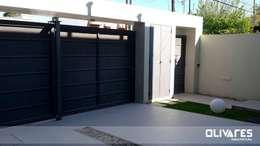 Garajes de estilo moderno por Olivares