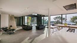 Maison D: Salon de style de style Moderne par didier becchetti architectes