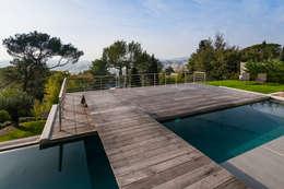 Maison D: Piscines  de style  par didier becchetti architectes