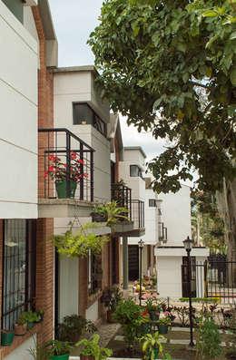 Casa 7: Casas de estilo moderno por Aca de Colombia