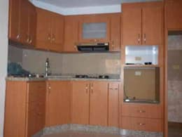 Cocinas: Cocinas de estilo moderno por fabrica de cocinas mediterranean c.a.