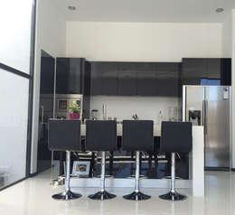 BOSQUES DE BUGAMBILIAS: Cocinas de estilo moderno por Arki3d