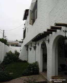 Jardines de estilo colonial por Antonio Milla De León Arquitecto