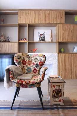 eclectic Living room by CÁSSIO VINÍCIUS arquitetura
