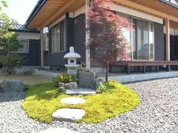 Jardines de estilo ecléctico por 株式会社 砂土居造園/SUNADOI LANDSCAPE
