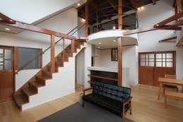 リビング・ダイニング: 大出設計工房 OHDE ARCHITECT STUDIOが手掛けたリビングです。
