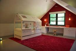 Dormitorios infantiles de estilo moderno por Designa Interieur & Architectuur BNA