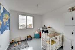 Paris 11: Chambre d'enfant de style de style Scandinave par blackStones