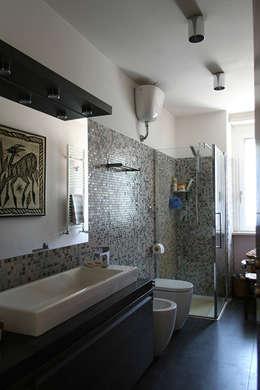 Baños de estilo moderno por PARIS PASCUCCI ARCHITETTI
