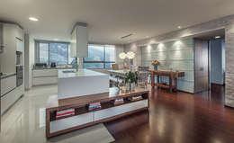 Cocina + comedor: Comedor de estilo  por Cristina Cortés Diseño y Decoración
