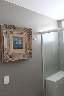 modern Bathroom by Julia Queima Arquitetura