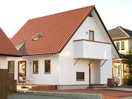 Projekty, skandynawskie Domy zaprojektowane przez 株式会社 ヨゴホームズ