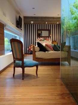 Casa de madera en VILLA ELISA - La Plata: Livings de estilo rústico por juan olea arquitecto