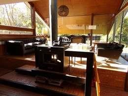 Salones de estilo rústico de juan olea arquitecto