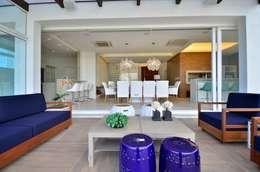 Biazus Arquitetura e Design: modern tarz Oturma Odası
