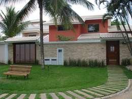 Casas de estilo topical por GEA Arquitetura
