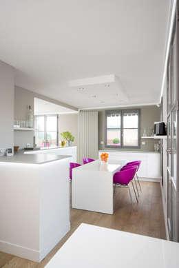 Réhabilitation intérieure et extérieure d'un appartement à la Croix-Rousse (Lyon) : Salle à manger de style de style Moderne par réHome