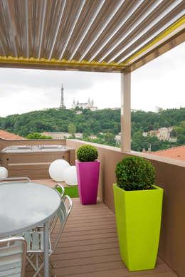 Réhabilitation intérieure et extérieure d'un appartement à la Croix-Rousse (Lyon) : Terrasse de style  par réHome