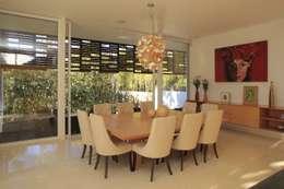 Sala: Comedores de estilo minimalista por Echauri Morales Arquitectos