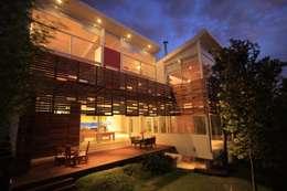 Terraza: Terrazas de estilo  por Echauri Morales Arquitectos