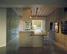 Woonhuis Wijnhoven - Beijnsberger: moderne Keuken door bv Mathieu Bruls architect