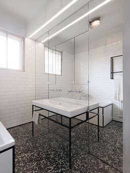 Wohnung S   Bad: Moderne Badezimmer Von IFUB*