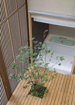 浴室: LIC・山本建築設計事務所が手掛けたスパです。
