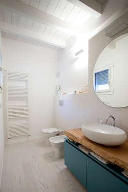Projekty,  Łazienka zaprojektowane przez CasaAttiva