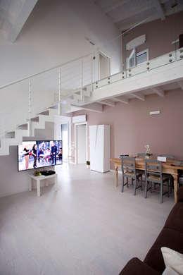 minimalistic Living room by CasaAttiva