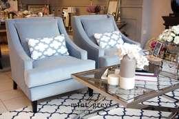Hamptons Style: styl , w kategorii Salon zaprojektowany przez Mint Grey