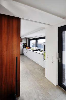 knackiges interieur starke fassade ein haus mit charakter. Black Bedroom Furniture Sets. Home Design Ideas
