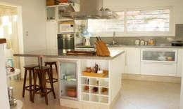 modern Kitchen by renziravelo