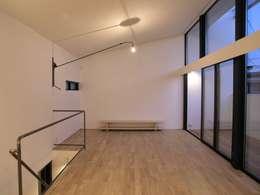 Corridor & hallway by 荘司建築設計室