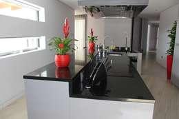 moderne Keuken door Sérgio Bouça