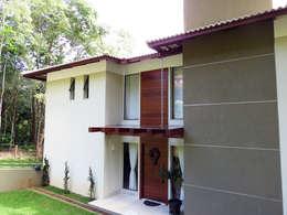Casa Avenida do Lago: Casas campestres por Alexandre Senra Arquitetos Associados
