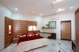 Recámaras de estilo moderno por Ansari Architects