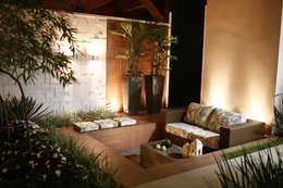 Jardines de estilo moderno por Arquitetura Ao Cubo LTDA