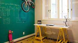Habitaciones de estilo industrial por Maxma Studio