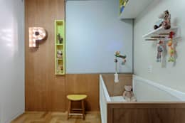 Apartamento FM: Quarto infantil  por CoGa Arquitetura