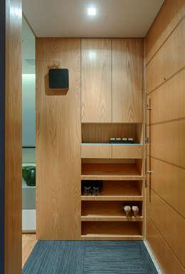 Apartamento FM: Corredores e halls de entrada  por CoGa Arquitetura