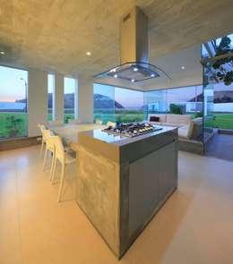 Salas de estilo moderno por Martin Dulanto