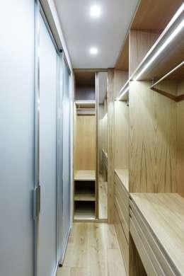 Vestidores de estilo moderno por ARCHILAB architettura e design