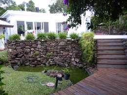 Jardines de estilo rústico por daniel villela arquitetura