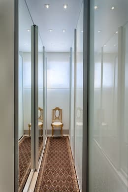 classic Dressing room by Emmanuelle Eduardo Arquitetura e Interiores