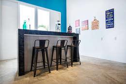 sala de entretenimiento: Salas de entretenimiento de estilo moderno por Carughi Studio