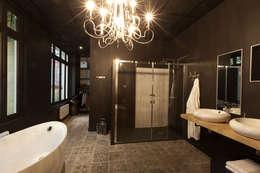 Aménagement salle de bain design : Espaces commerciaux de style  par IDKREA