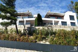 Villas R05: Maisons de style de style Moderne par 2&1